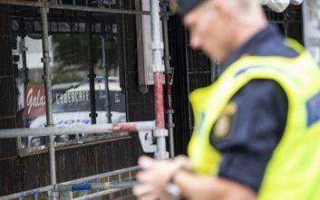 Ομάδες νέων πυρπόλησαν αυτοκίνητα και προκάλεσαν ταραχές στο Γκέτεμποργκ της Σουηδίας