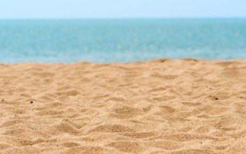 Νεαρός πνίγηκε μέσα στην τρύπα που έσκαψε στην άμμο