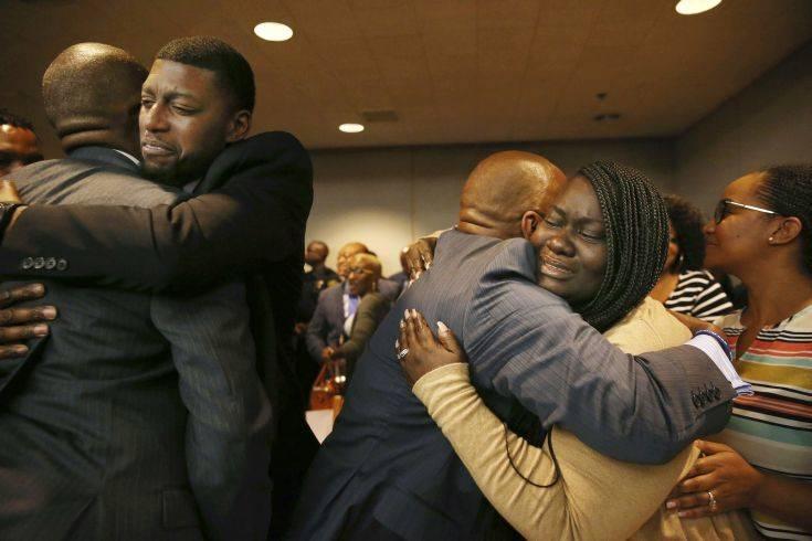 Δώδεκα ώρες συνεδρίαζαν οι ένορκοι για τον αστυνομικό που σκότωσε άοπλο μαύρο