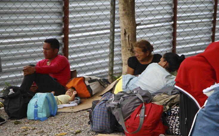 Οι Βενεζουελανοί δραπετεύουν από τη βία και τη φτώχεια