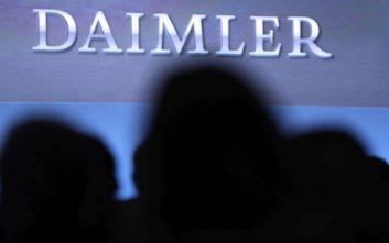 Η γερμανική Daimler ανακοινώνει την παύση των δραστηριοτήτων της στο Ιράν