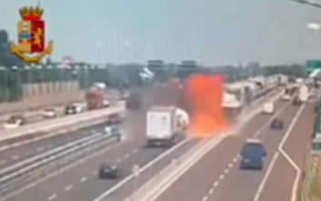 Η στιγμή της μεγάλης έκρηξης στη Μπολόνια