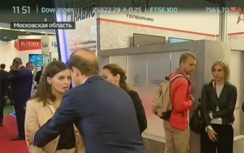 Δημοσιογράφος λιποθύμησε στον «αέρα» την ώρα που έπαιρνε συνέντευξη