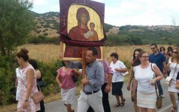 Εκατοντάδες πιστοί μετέφεραν στις πλάτες τους την Παναγία την Οδηγήτρια