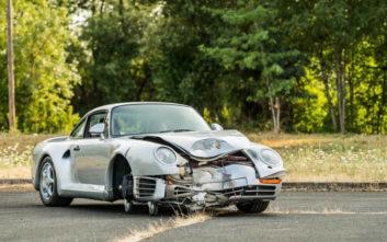 Η τρακαρισμένη Porsche που πουλήθηκε 467.000 δολάρια