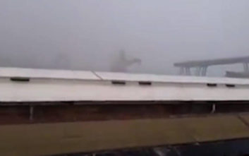 Η στιγμή που καταρρέει τμήμα της γέφυρας στη Γένοβα