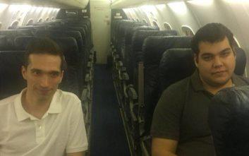 Η φωτογραφία των δύο Ελλήνων στρατιωτικών στο πρωθυπουργικό αεροσκάφος