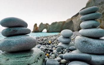 Η διάσημη ελληνική παραλία που κινδυνεύει να μείνει χωρίς βότσαλα