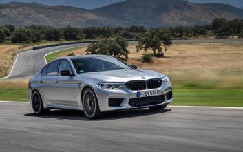 Η BMW βγάζει στον δρόμο ένα αγωνιστικό καθημερινής χρήσης