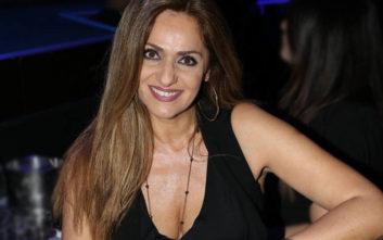 Η Βίκυ Κουλιανού στα 51 της εντυπωσιάζει με το κορμί της