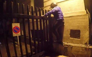 «Παρέμβαση» του Ρουβίκωνα τα ξημερώματα στο υπουργείο Εξωτερικών