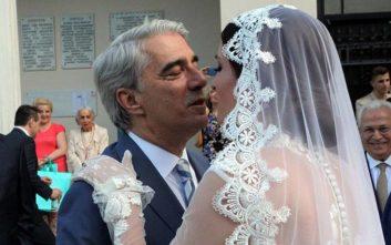 Η σύζυγος του Σίμου Κεδίκογλου διανύει τον 6ο μήνα και ποζάρει με το μπικίνι της