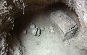 Φωτογραφίες από τον ασύλητο τάφο που βρέθηκε στην Ιεράπετρα