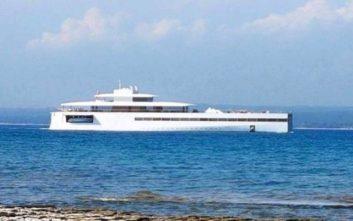 Στη Μύκονο το super yacht του Στιβ Τζομπς