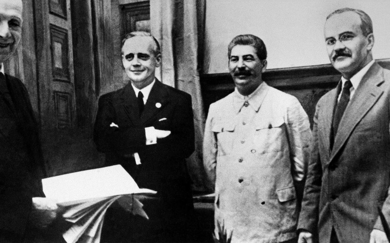 Όταν Χίτλερ και Στάλιν «έστησαν» την πιο γνωστή λυκοφιλία της ιστορίας