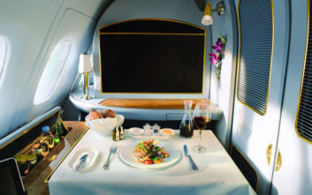 Η Emirates εγκαινιάζει τα αποκλειστικά κανάλια «Food and Wine» στο βραβευμένο της σύστημα ψυχαγωγίας