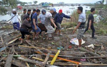Τουλάχιστον 30 νεκροί από ισχυρό σεισμό και τσουνάμι στην Ινδονησία