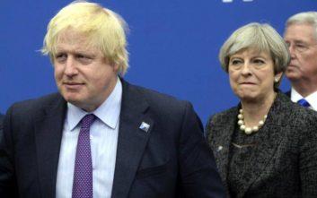 Ο Μπόρις Τζόνσον ζητά από την Τερέζα Μέι να αποσύρει τις προτάσεις της για το Brexit