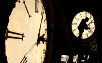 Πότε γυρίζουμε τα ρολόγια μας μια ώρα μπροστά