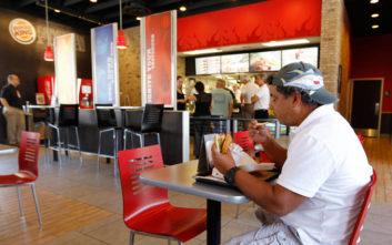 Αλυσίδα fast food πληρώνει στον πρώτο που θα δοκιμάσει το νέο της έδεσμα… 22.000 ευρώ