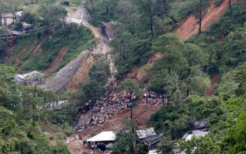 Δεκάδες άνθρωποι θάφτηκαν κάτω από όγκους λάσπης στις Φιλιππίνες