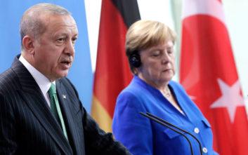 Τηλεφωνική συνομιλία Μέρκελ- Ερντογάν για το προσφυγικό