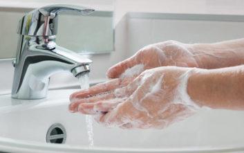 Πείραμα αποδεικνύει με αηδιαστικό τρόπο γιατί είναι επιτακτικό να πλένουμε τα χέρια μας