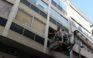 Σε εξέλιξη φωτιά σε κτίριο στο Μοναστηράκι