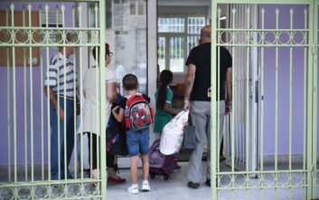 Η απάντηση του υπουργείου Παιδείας για το κουδούνι στις 9 στα σχολεία