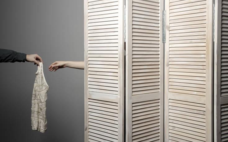 Η πρόταση να χρεώνονται οι καταναλωτές που δοκιμάζουν ρούχα ξεσήκωσε αντιδράσεις