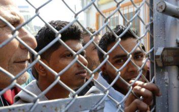 Δεμένο στο λιμάνι της Μυτιλήνης το πλοίο που θα μετέφερε πρόσφυγες