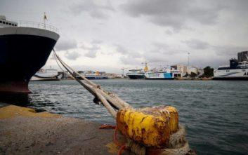 Ελαφρά σύγκρουση δεξαμενόπλοιου με φορτηγό πλοίο στο αγκυροβόλιο του Πειραιά