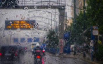 Σοβαρά προβλήματα στους δρόμους της Αττικής από τη βροχή