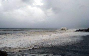 «Καταπίνει» παραλίες και ακτές ο Μεσογειακός Κυκλώνας