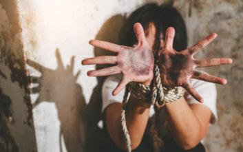 Ο εφιάλτης μιας γυναίκας στα χέρια του αδερφού της επί δύο χρόνια
