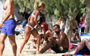 Χαλαρές στιγμές στην παραλία για τον Γιώργο Λιανό και την σύντροφό του