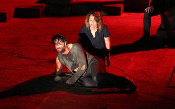 Με φουσκωμένη κοιλιά στο θεατρικό σανίδι η Λένα Παπαληγούρα