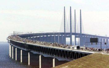 Έκλεισαν γέφυρες και σταμάτησαν προσωρινά φέρι μποτ και τρένα στη Δανία