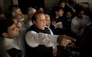 Αποφυλακίζονται ο πρώην πρωθυπουργός του Πακιστάν και η κόρη του