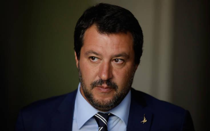 Ο Σαλβίνι πανηγυρίζει, αλλά ο Ντομπρόφσκις «προσγειώνει» την Ιταλία