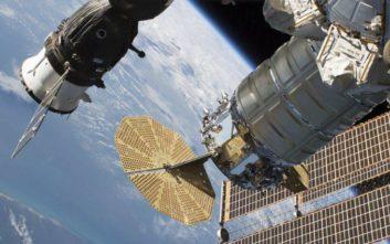 Η απίθανη θεωρία για το ποιος προκάλεσε τη ρωγμή στο διαστημόπλοιο Soyuz