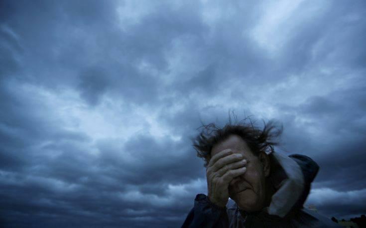 Επικίνδυνος για τουλάχιστον ένα 24ωρο ακόμα ο κυκλώνας Φλόρενς