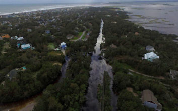 Απειλητική αν και εξασθενημένη η καταιγίδα Φλόρενς