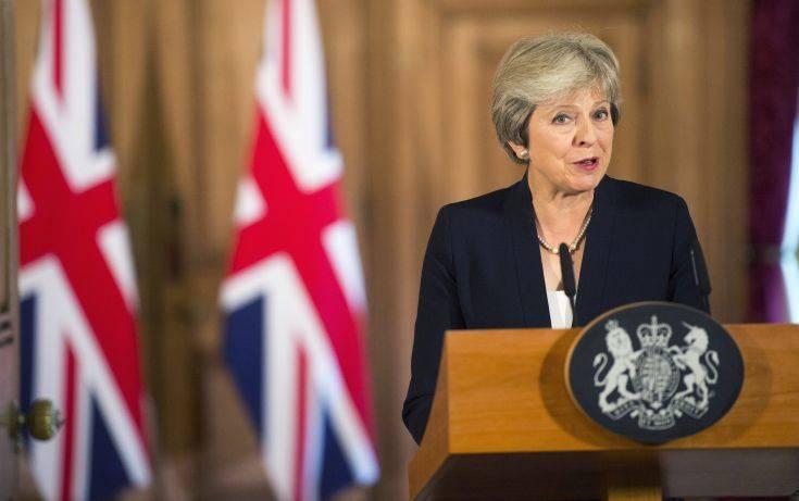 Μέι: Τα ιρλανδικά σύνορα δεν μπορούν να εκτροχιάσουν τις συνομιλίες για το Brexit