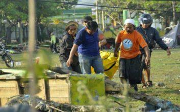 «Πολλά πτώματα έχουν βρεθεί μετά το τσουνάμι και τον σεισμό»