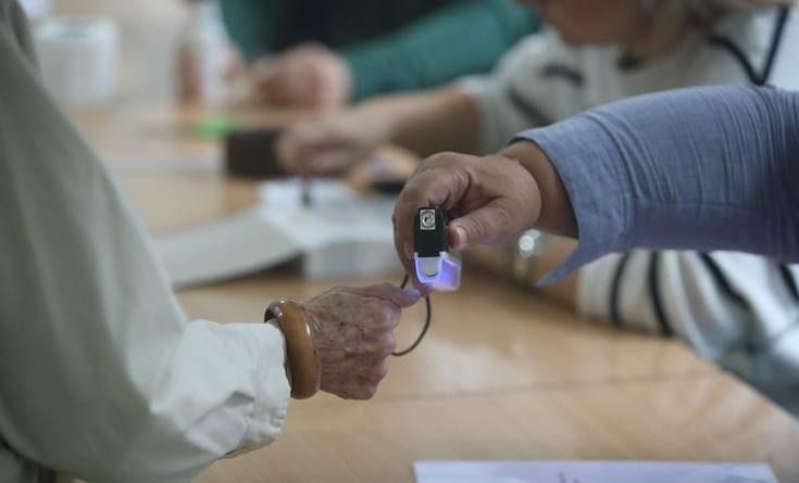 Στο 16% η συμμετοχή στο δημοψήφισμα στα Σκόπια έξι ώρες μετά το άνοιγμα της κάλπης