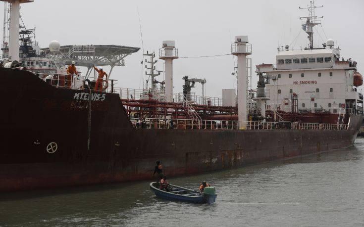 Πειρατές επιτέθηκαν σε πλοίο και απήγαγαν 12 μέλη πληρώματος