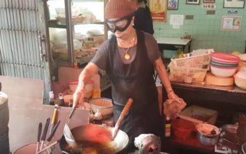 Οι μικροπωλητές φαγητού στην Ταϊλάνδη παλεύουν για την επιβίωση παρά… το αστέρι Michelin