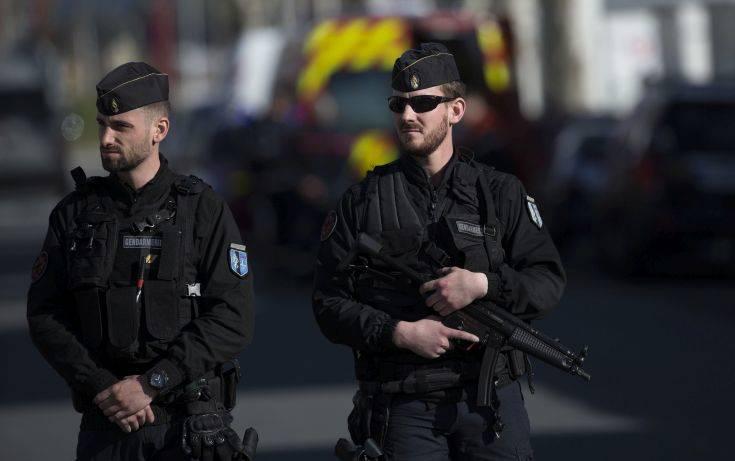 Η γαλλική αστυνομία ψάχνει τους δράστες ομαδικού βιασμού 19χρονης