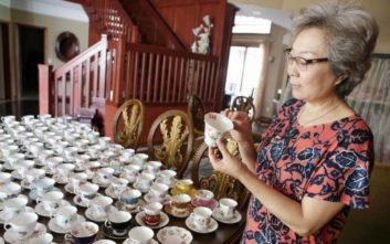 Η γυναίκα που λατρεύει τις εγγλέζικες πορσελάνες κινεζικής προέλευσης